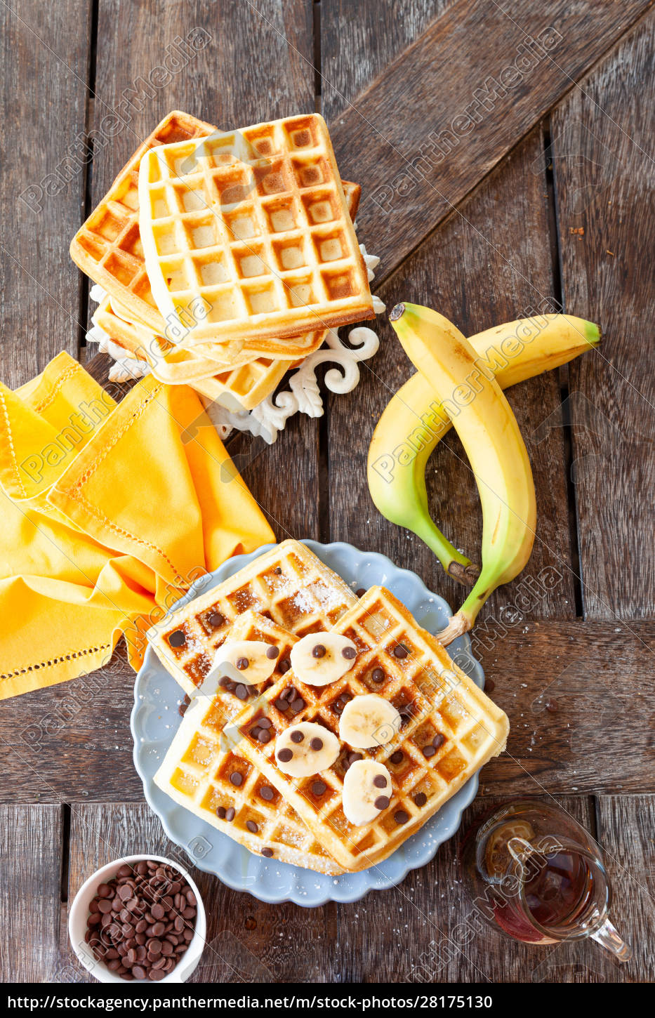 homemade, waffles, with, fresh, fruits - 28175130