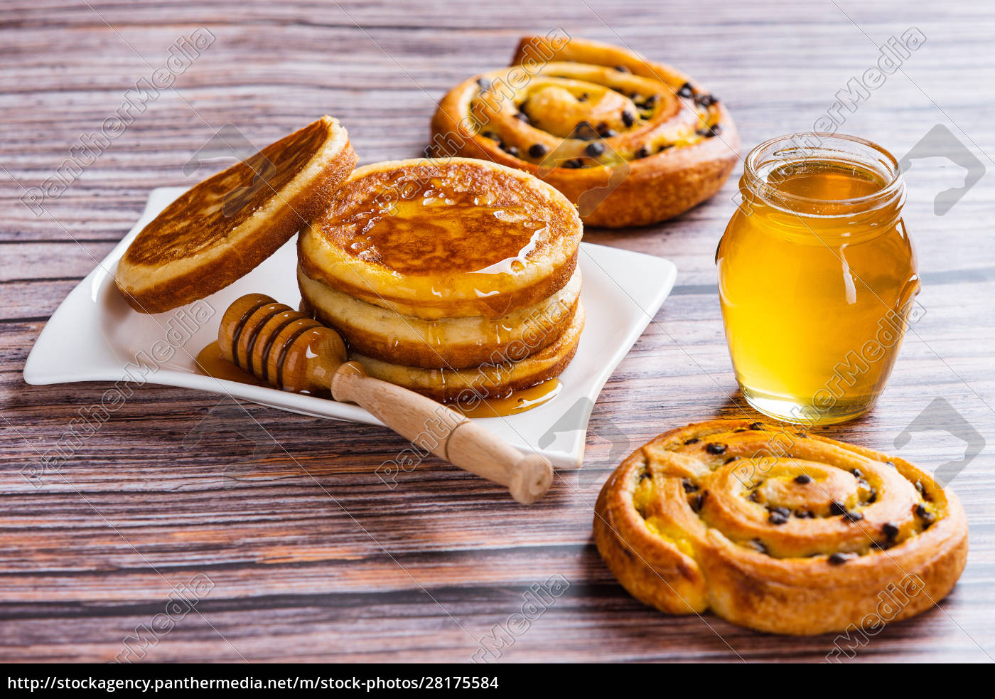 pancakes, with, liquid, honey, on, wooden - 28175584