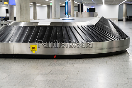 empty baggage claim belt