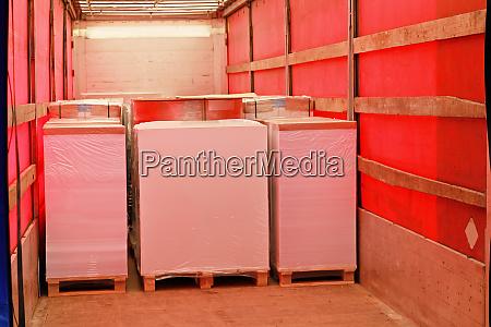 paper pallets truck