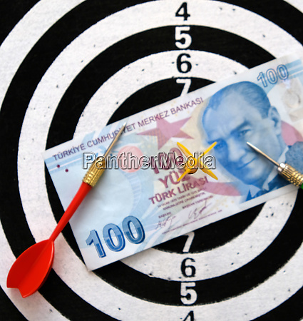 100 turkish lira and dart arrows