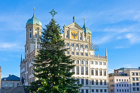 christmas tree in the city of