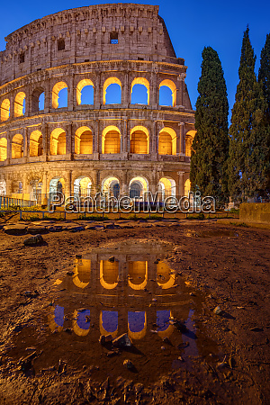 the illuminated colosseum in rome at