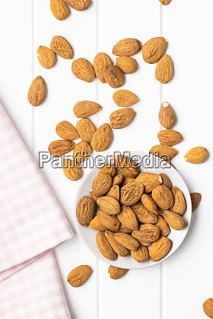 dried, almonds, nuts, on, plate. - 28215602