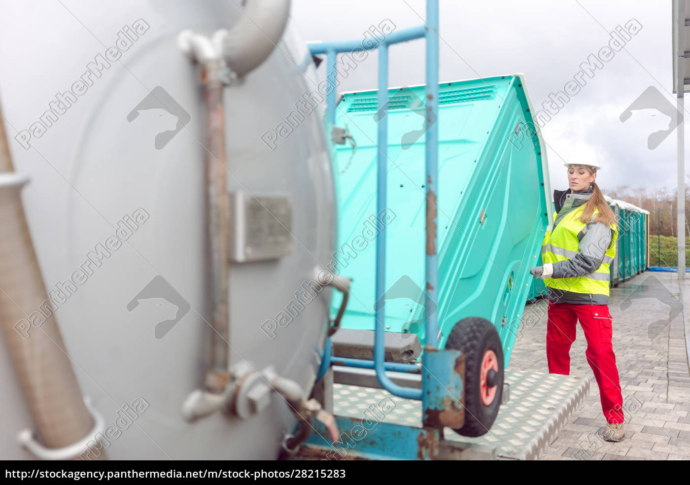mobile, toilet, being, loaded, on, delivery - 28215283
