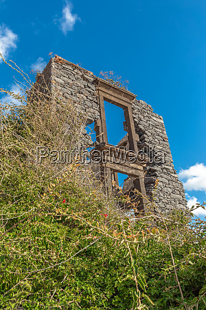 ruin, of, a, burnt, out, building - 28215726