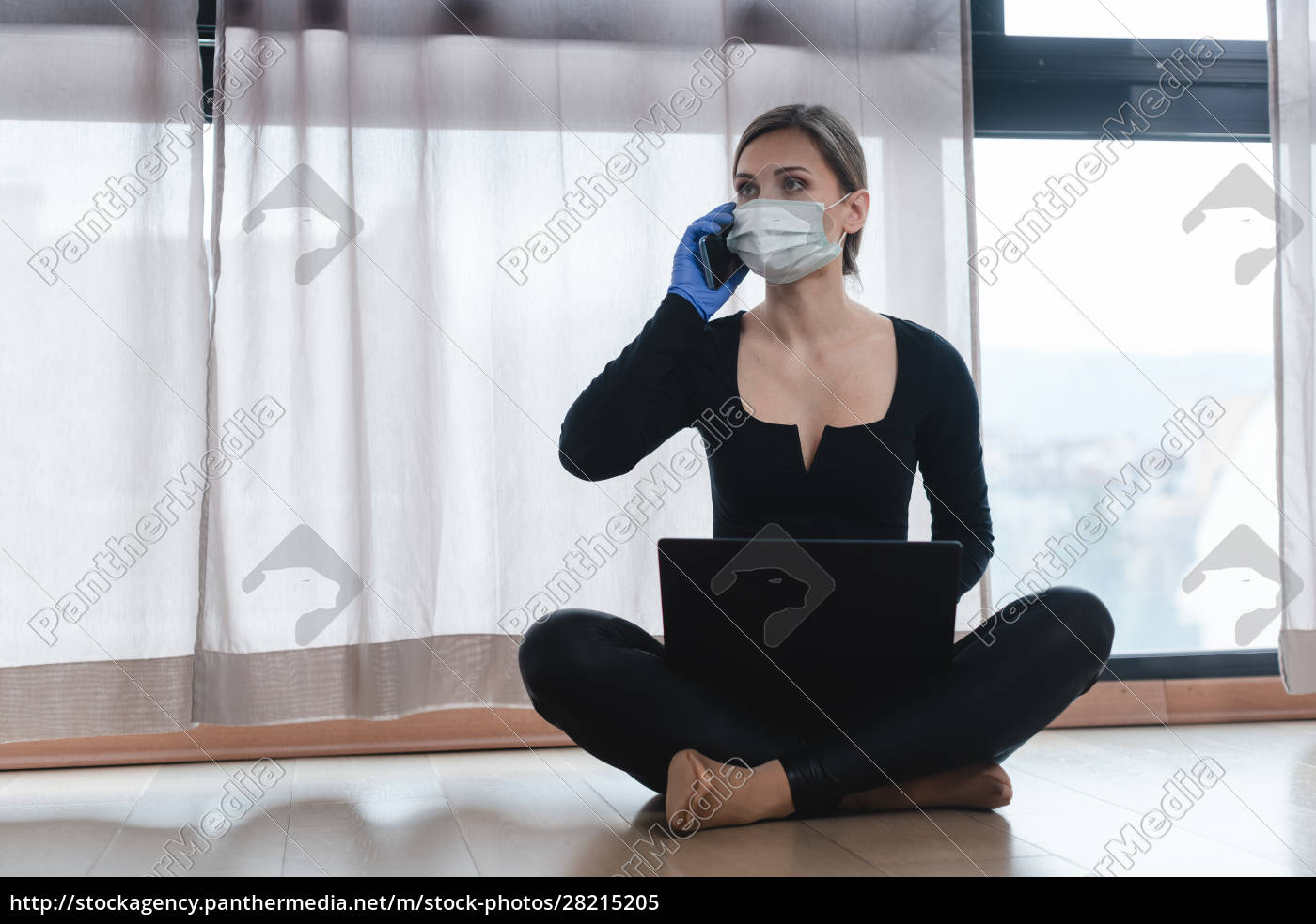 woman, in, corona, quarantine, with, phone - 28215205