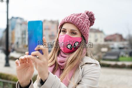 woman, wearing, corona, mask, making, selfie - 28215197