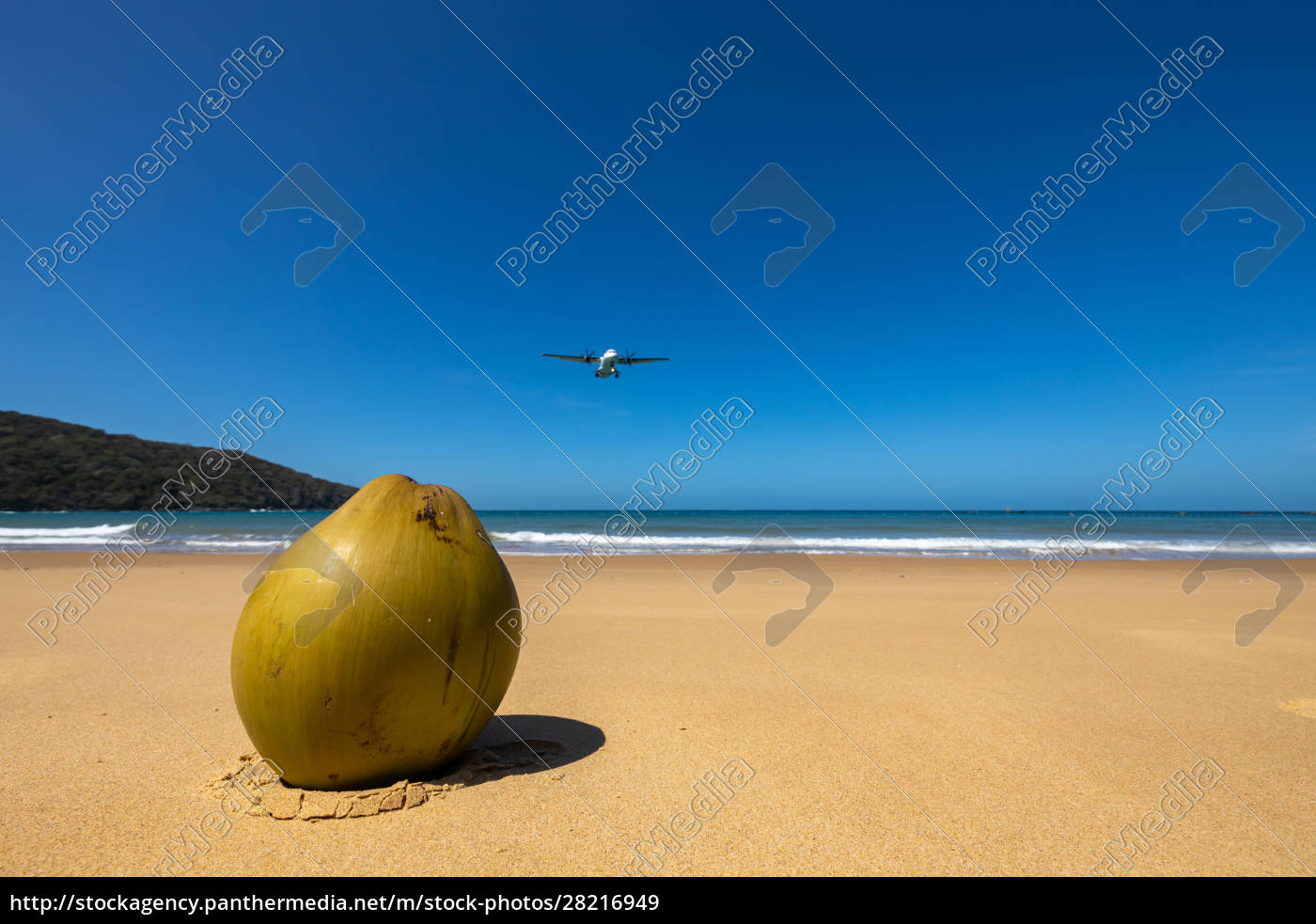 airplane, is, landing, on, con, dao - 28216949