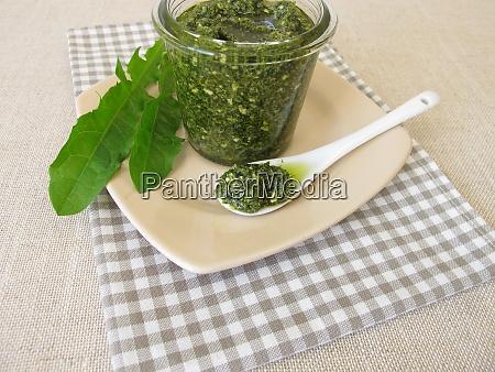 homemade, green, pesto, with, dandelion, leaves - 28217820
