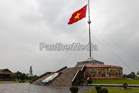 the 17 latitude of vietnam