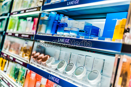 cosmetics, and, skincare, products, on, a - 28222202