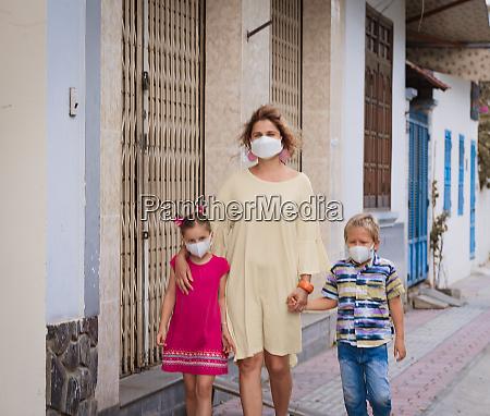 family wearing facial disposable mask coronavirus