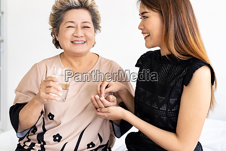 caregiver prepare pill