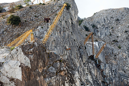 the marble quarries apuan alps