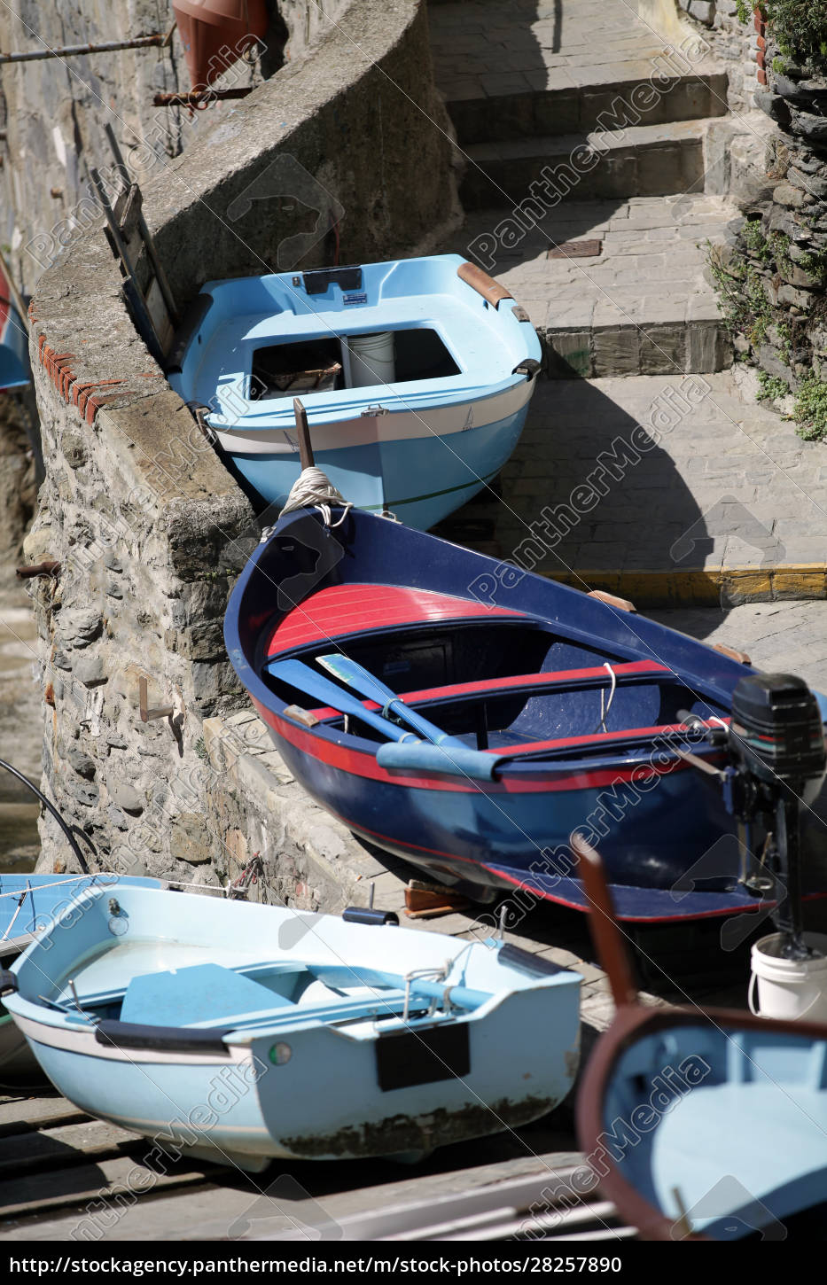 the, fishing, boats, in, cinque, terre - 28257890