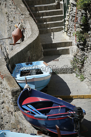 the, fishing, boats, in, cinque, terre - 28257893
