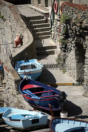 the, fishing, boats, in, cinque, terre - 28257895