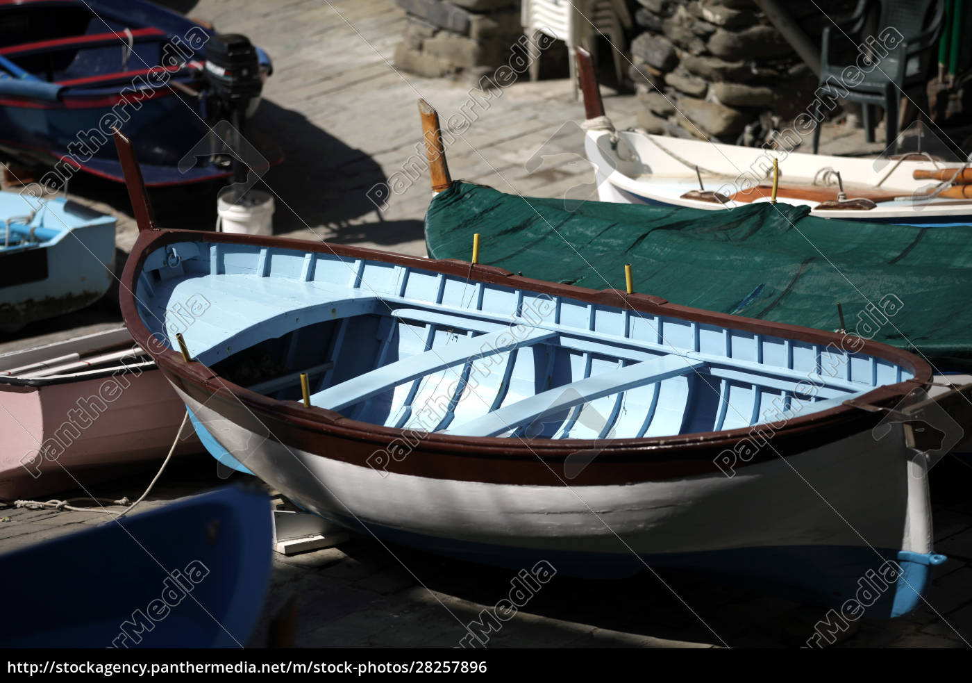 the, fishing, boats, in, cinque, terre - 28257896