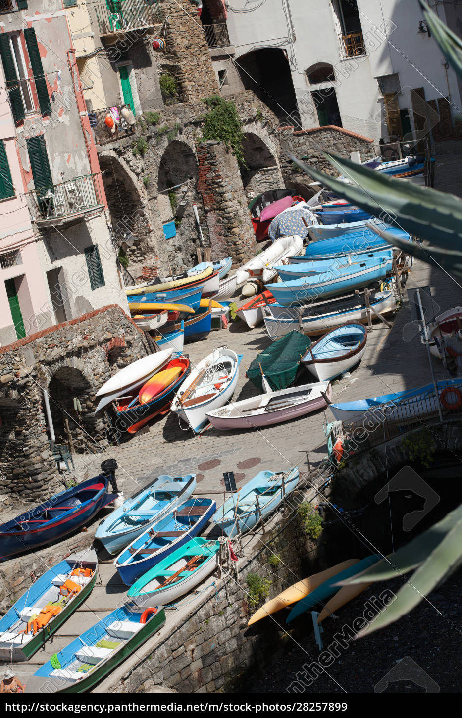 the, fishing, boats, in, cinque, terre - 28257899
