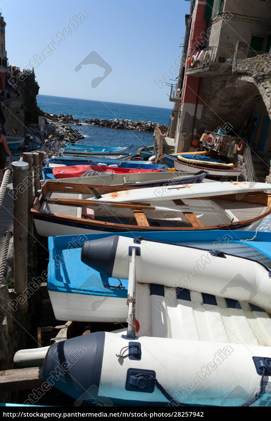 the, fishing, boats, in, cinque, terre - 28257942