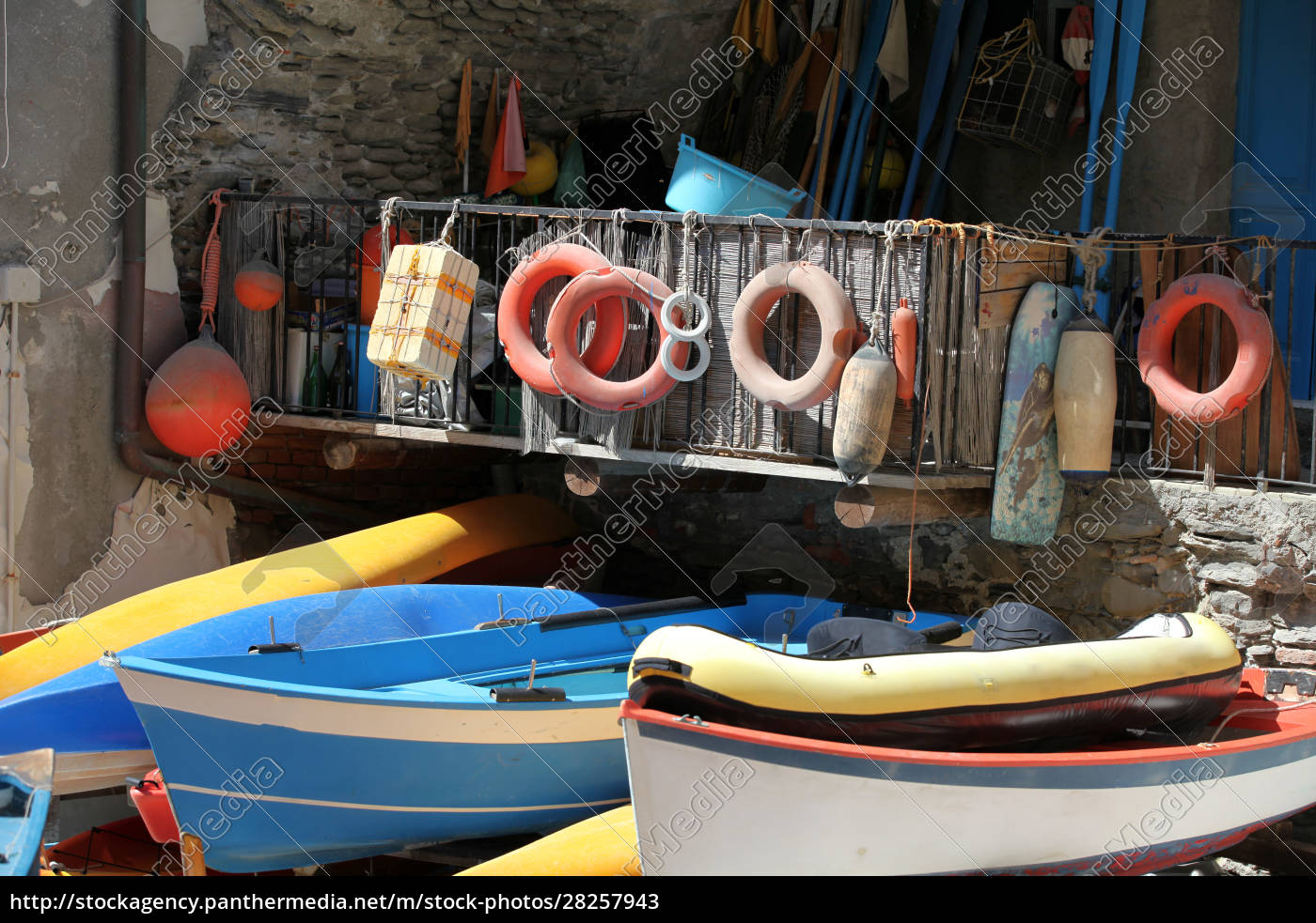 the, fishing, boats, in, cinque, terre - 28257943