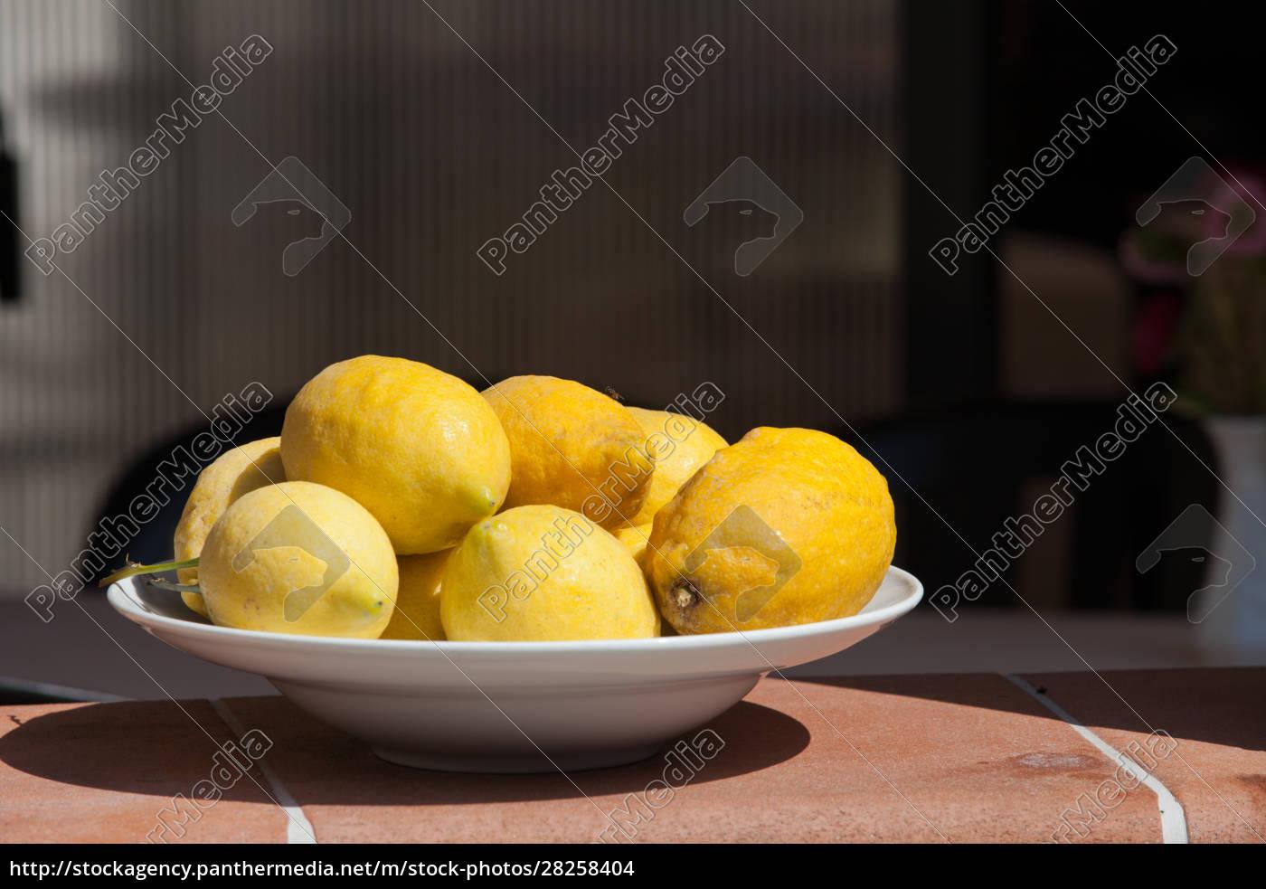 a, plate, of, ripe, lemons - 28258404