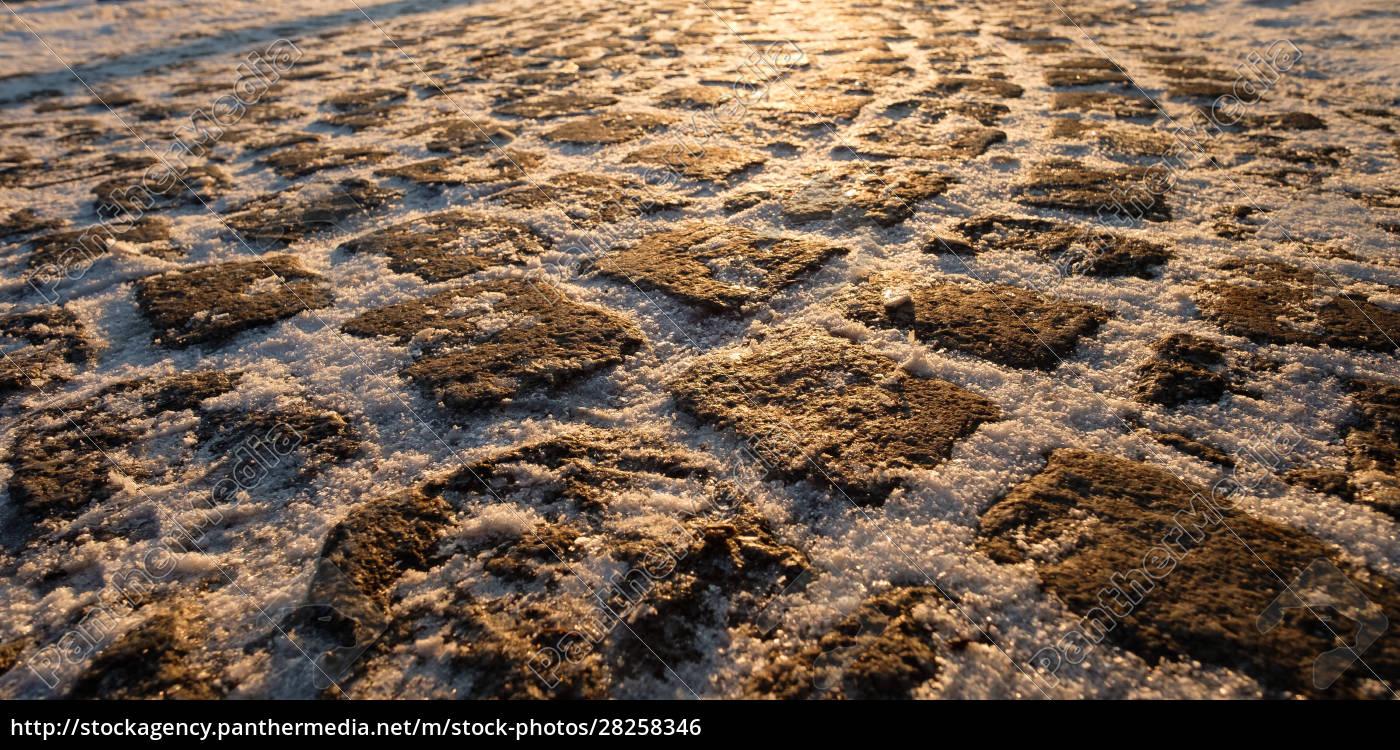 cobblestones, with, snow, in, winter - 28258346