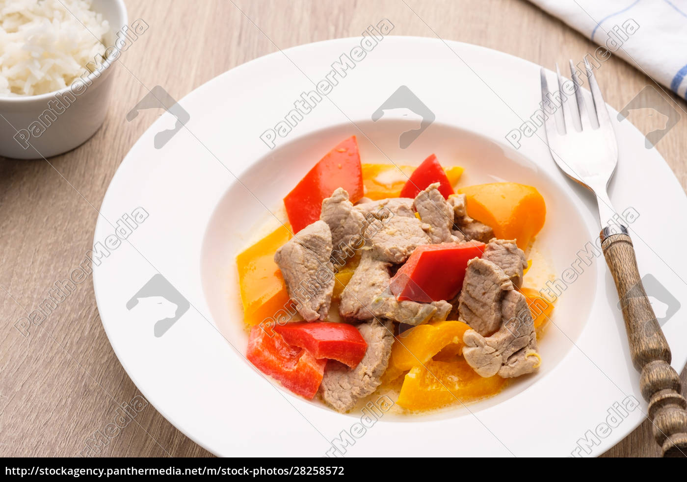curry, with, pork, and, pepper, in - 28258572