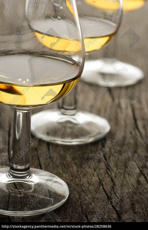 glass, with, single, malt, whisky, on - 28258636