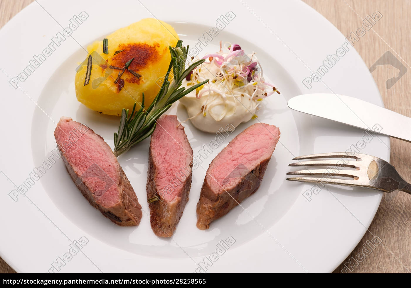 meat, saddle, of, lamb, with, fried - 28258565