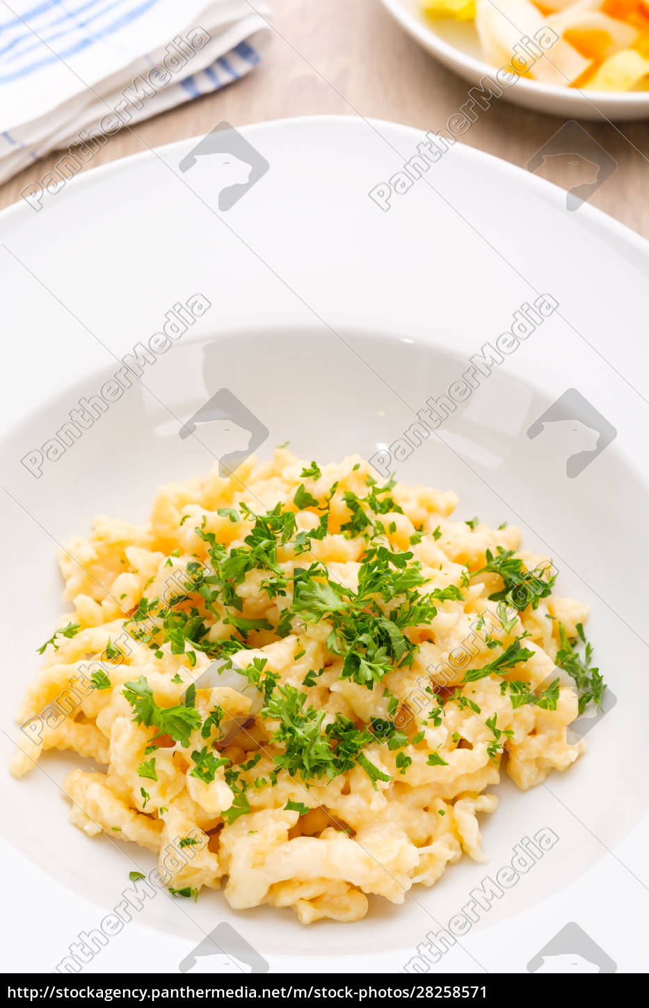 plate, cheese, noodles, with, chives - 28258571