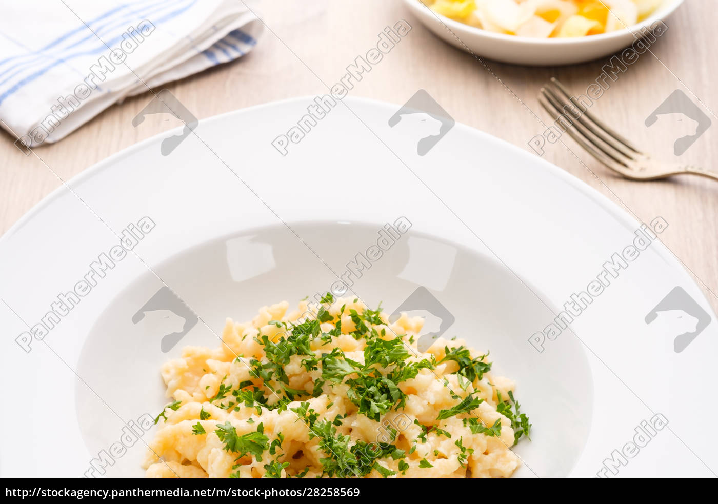 plate, with, cheese, noodles, and, chives - 28258569
