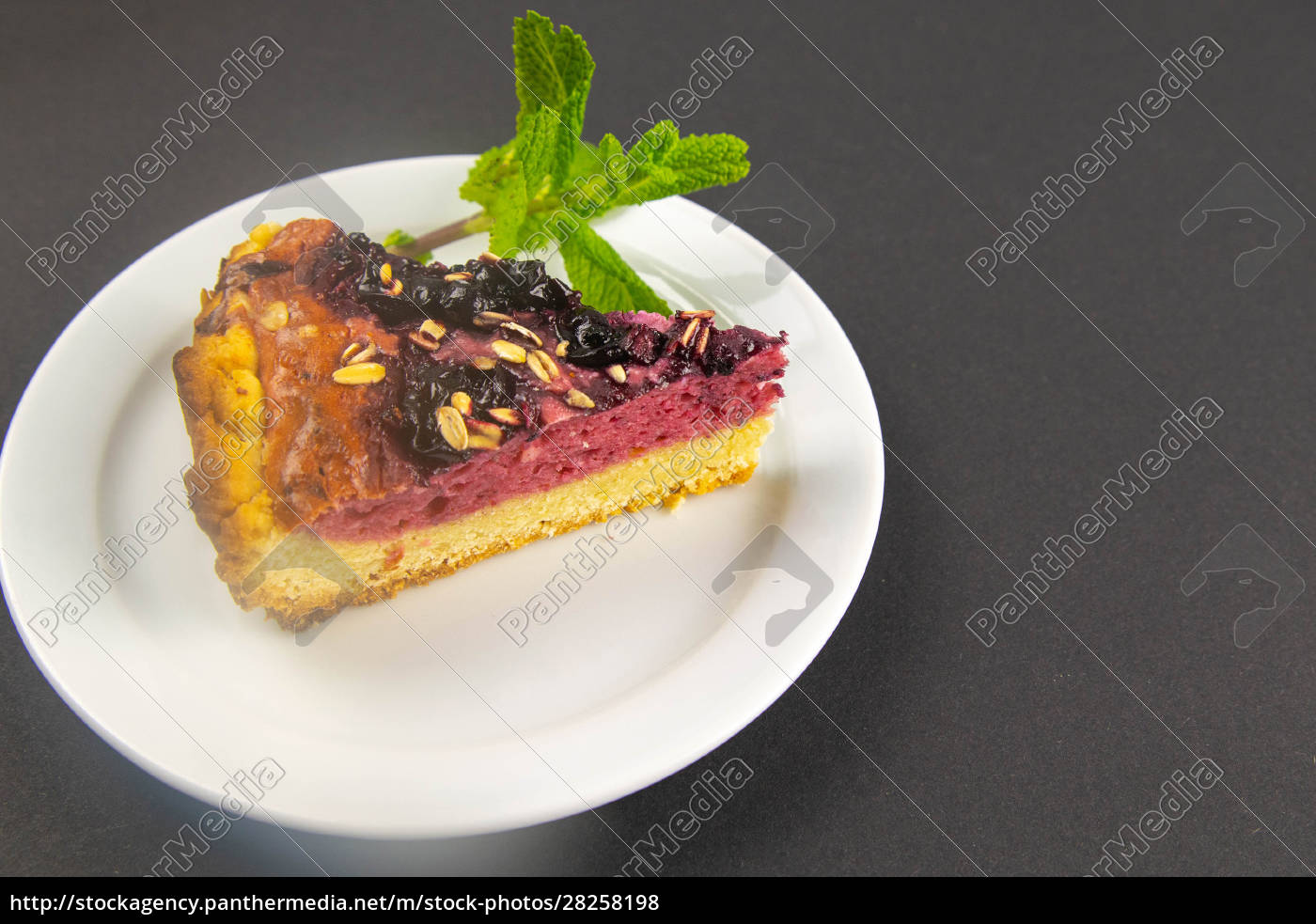 slices, of, blueberry, mousse, cake, with - 28258198