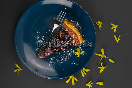 slices, of, blueberry, mousse, cake, with - 28258293