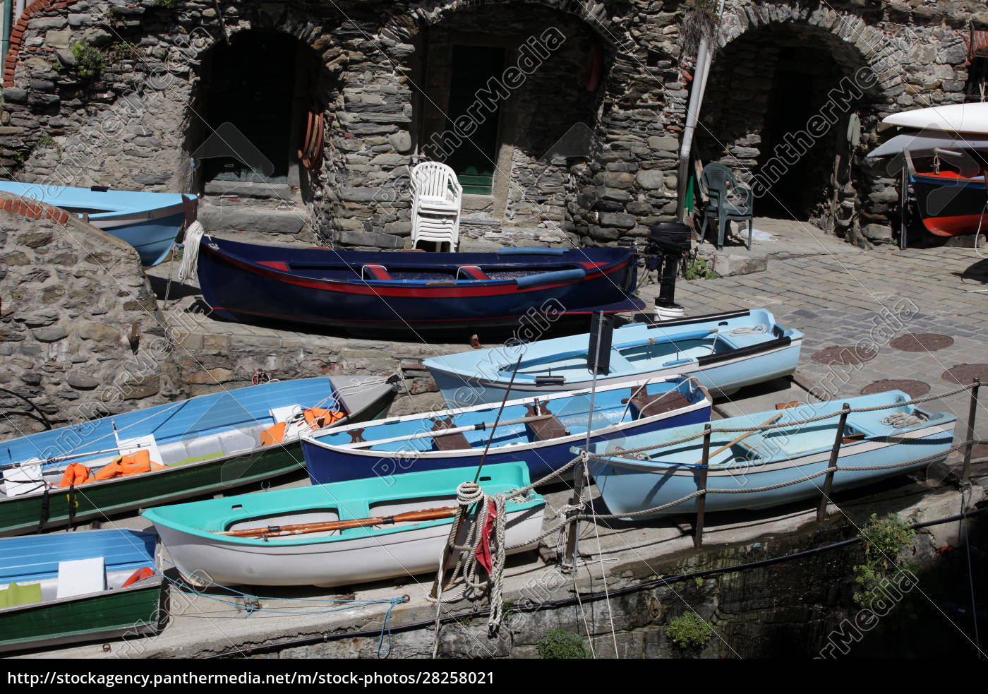 the, fishing, boats, in, cinque, terre - 28258021