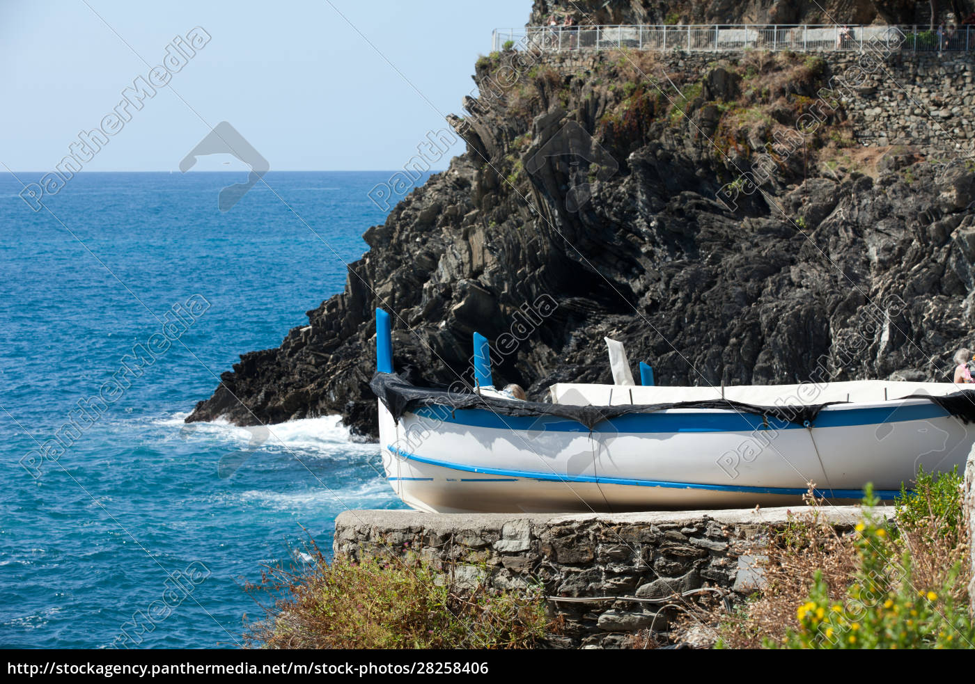 the, fishing, boats, in, cinque, terre - 28258406