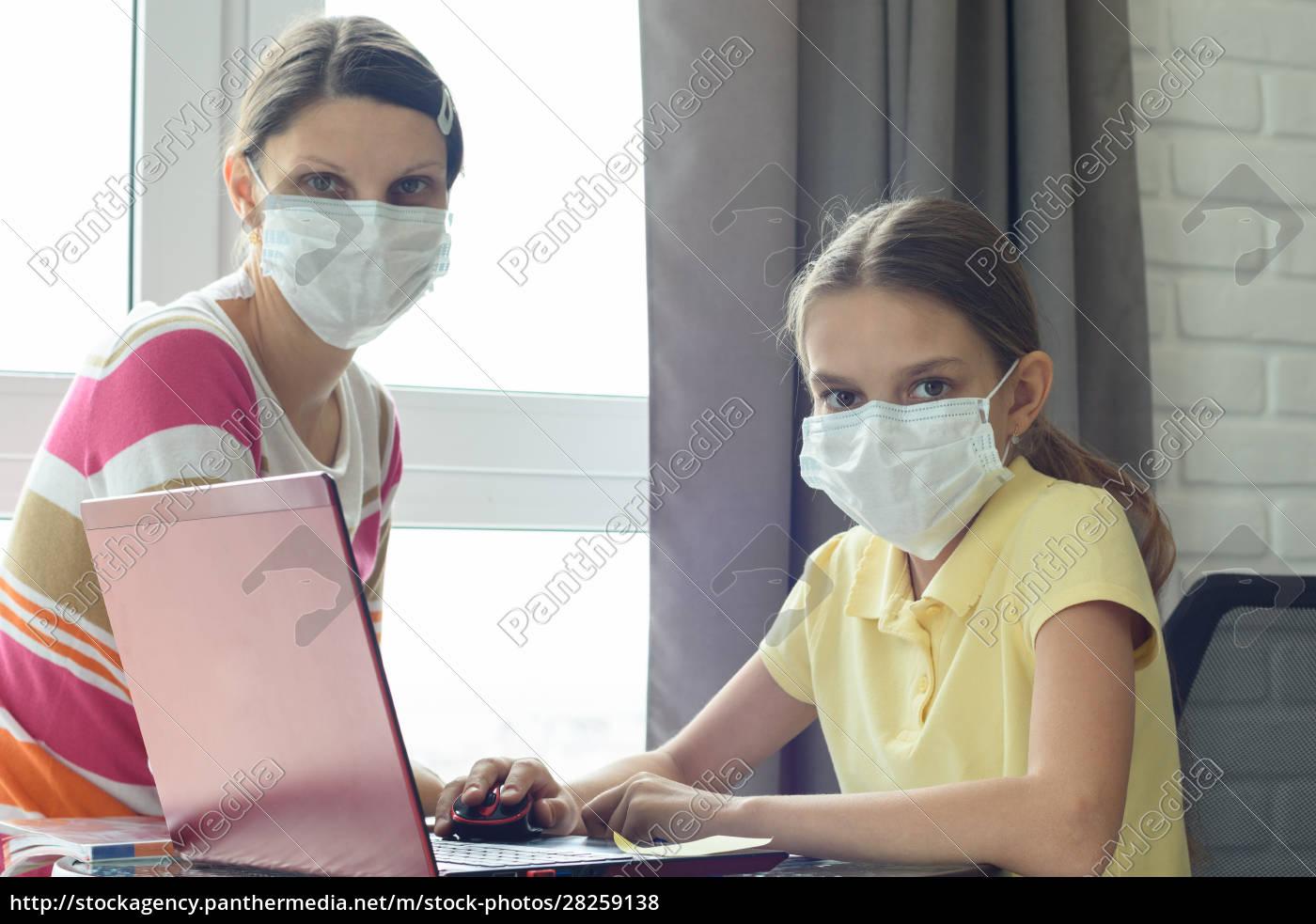 quarantine, mom, and, daughter, do, home - 28259138