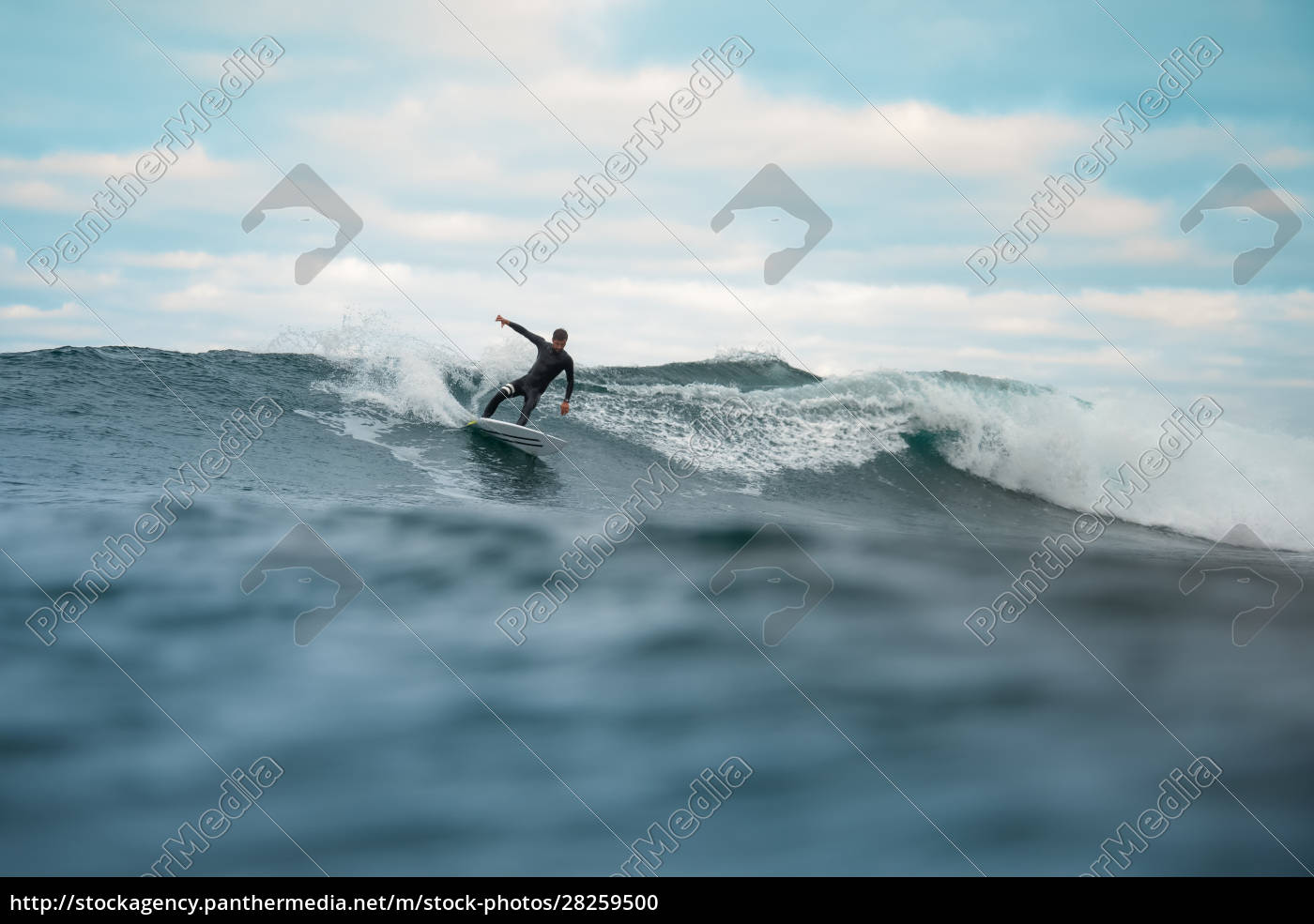 surfer, riding, waves, on, the, island - 28259500