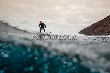 surfer, riding, waves, on, the, island - 28259600