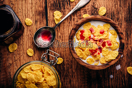 breakfast with corn flakes milk and
