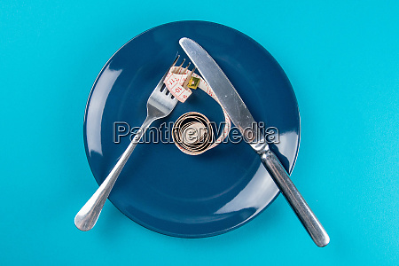 measuring tape on a fork and