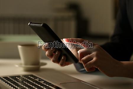 executive, woman, hands, using, phone, at - 28277901