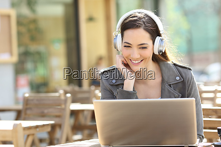 happy, girl, watching, video, on, laptop - 28277938
