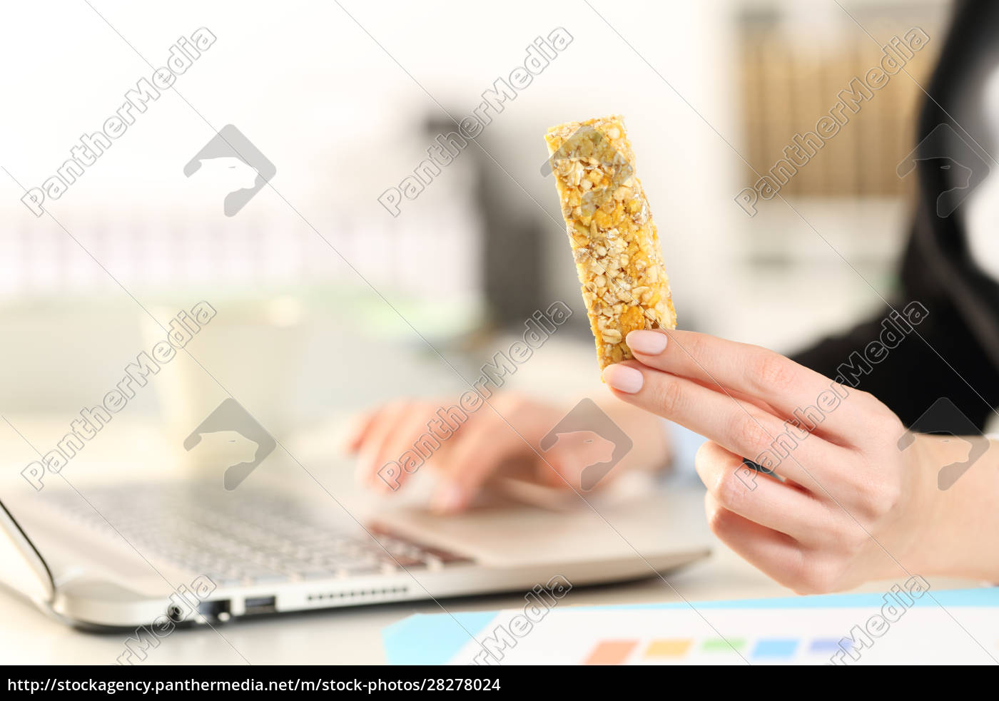 business, woman, hands, with, laptop, holding - 28278024