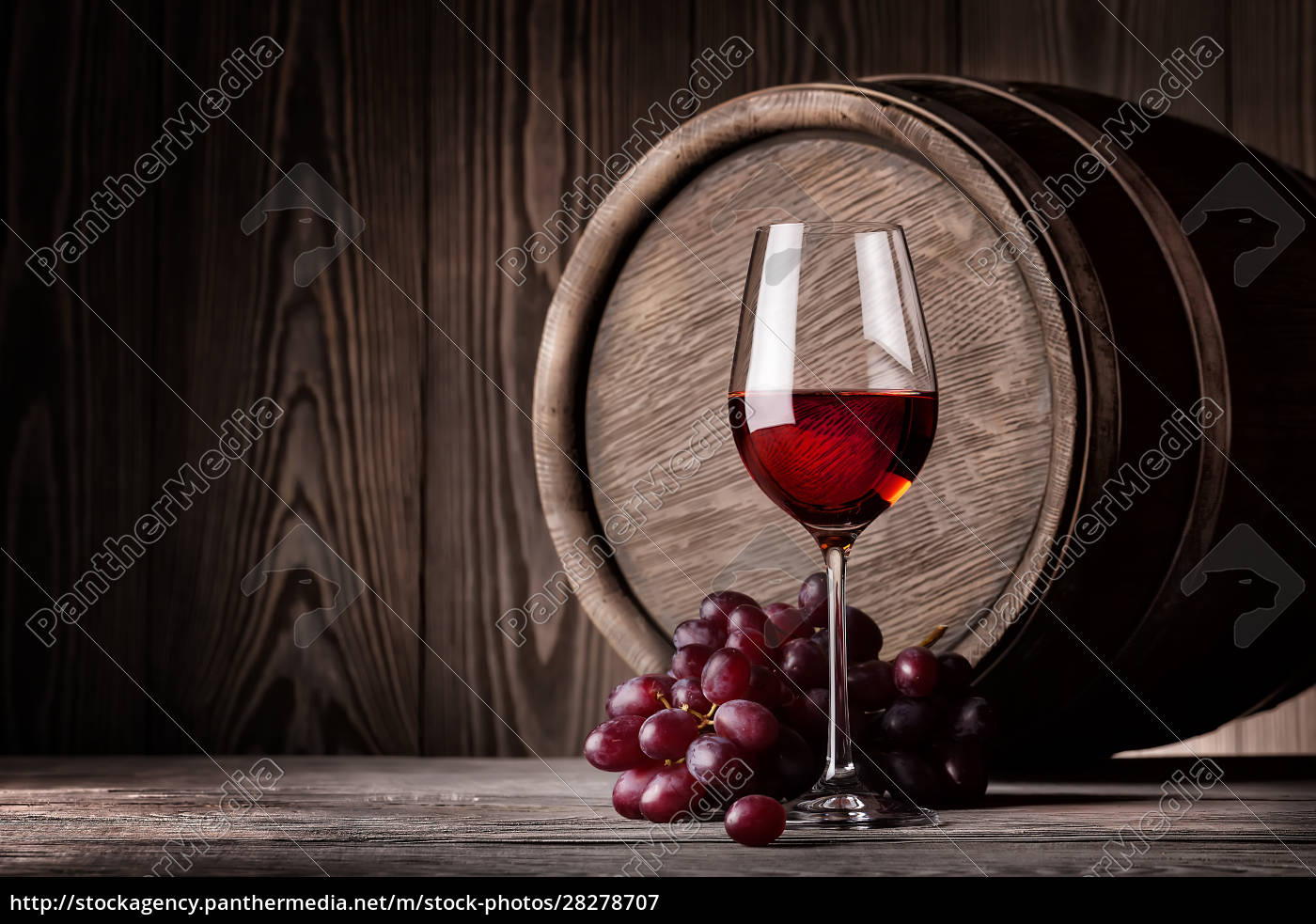 red, wine, in, glass, and, bunch - 28278707