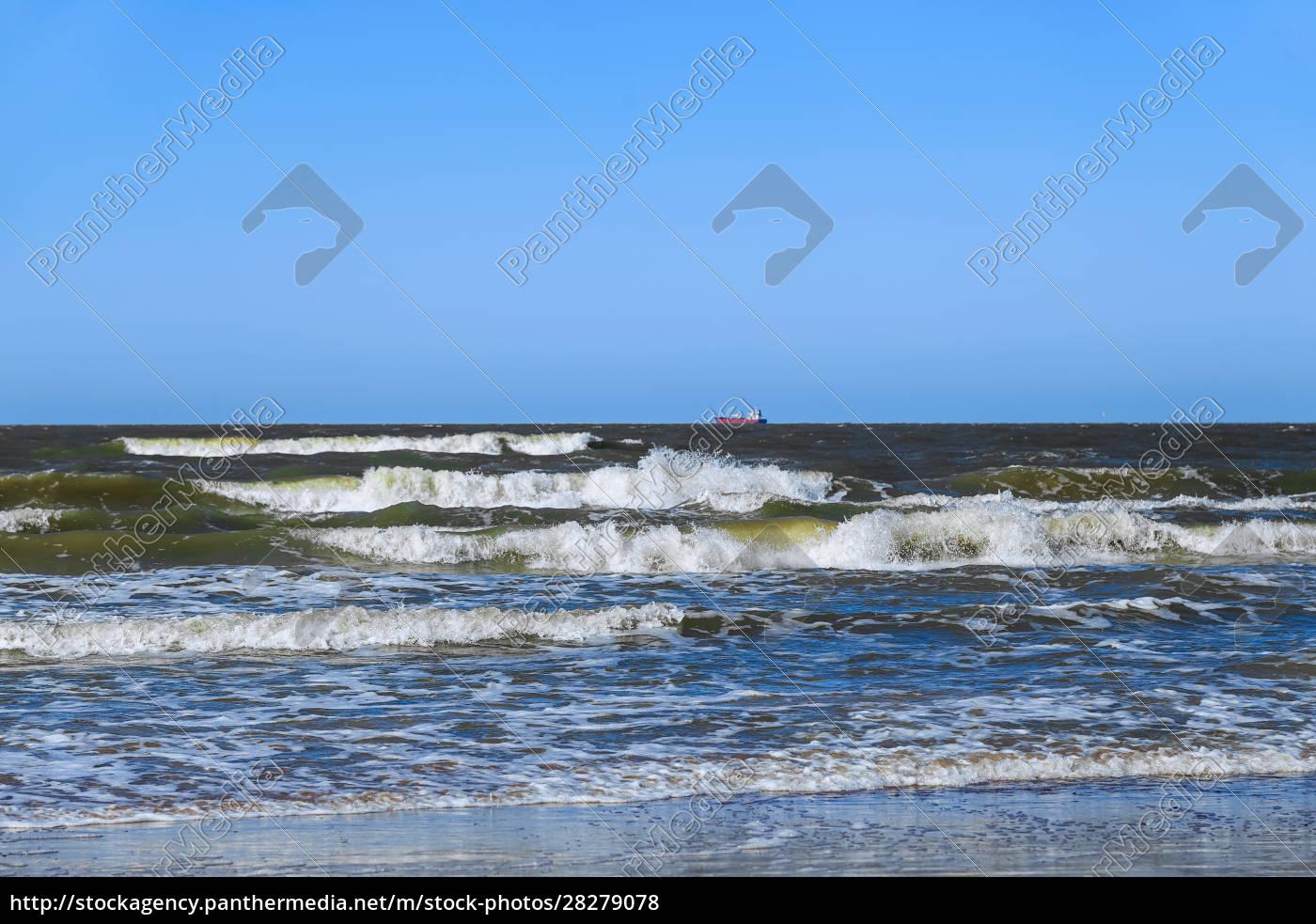baltic, sea, on, a, clear, sunny - 28279078