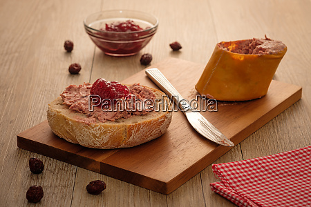 roll with liver sausage and marmelade