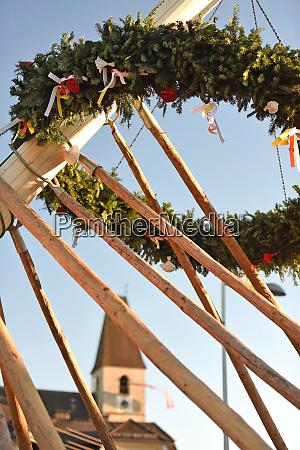 maibaum aufstellen in laakirchen bezirk gmunden