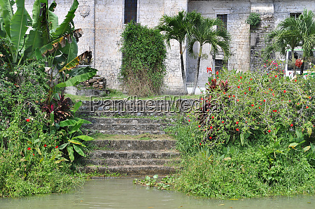 stairs down to the loboc rive